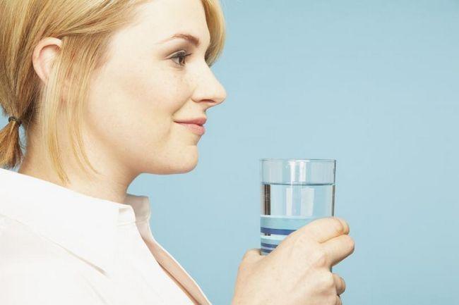 10 Tipps gießen aider Sie mehr Wasser zu trinken