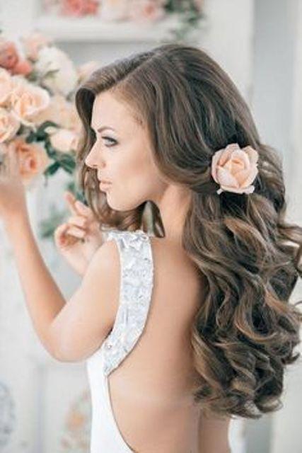 10 kreative Blumen Frisuren für eine junge Frühlingsbraut