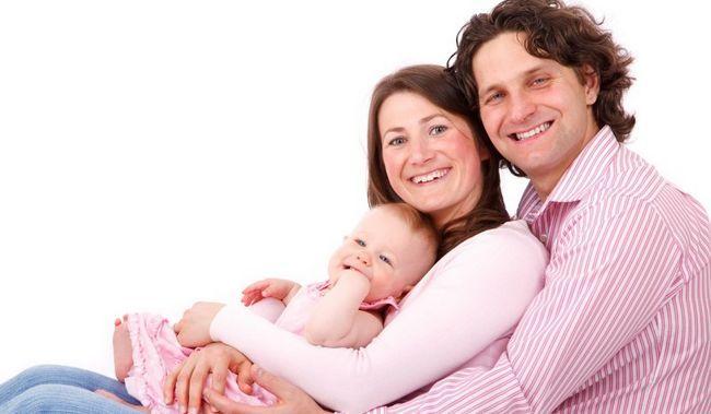 10 einfache Möglichkeiten, die Romantik am Leben nach der Geburt zu halten