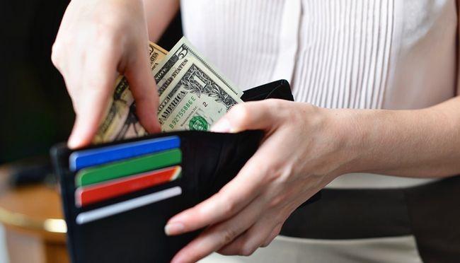 Manipulation'argent femme