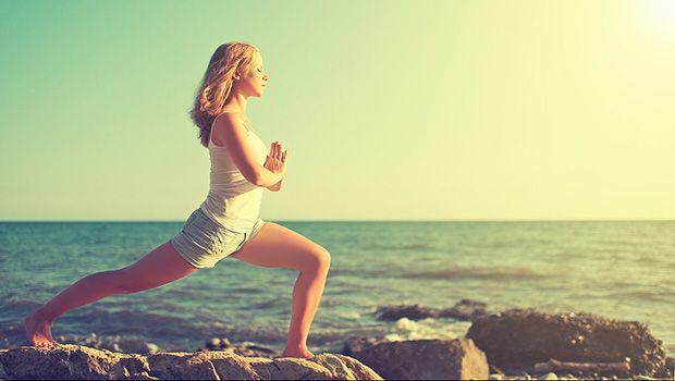 54 einfache Yoga-Übungen für Frauen zu Hause oder bei der Arbeit zu tun