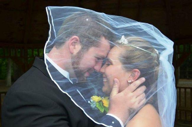 Eine Hochzeit zu erinnern - ein liebender Ehemann Geschenke seiner Frau amnesiac