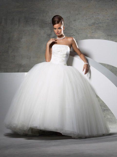 Hier ist ein Überblick von dem, was Ihr Brautkleid sagt über Sie