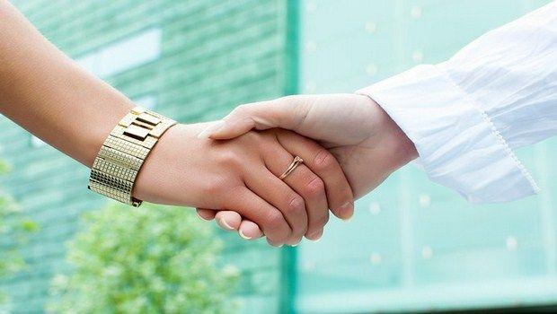 Wie natürlich Zittern der Hand zu stoppen - 8 hilfreiche Tipps