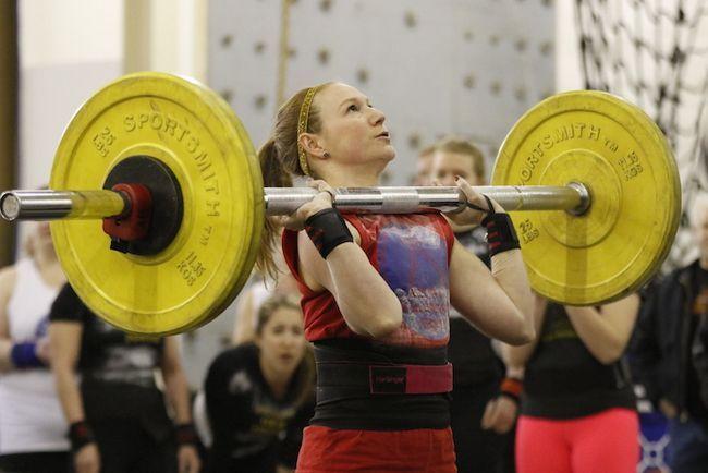 In der Welt der Badass Frauen Strongman Konkurrenten
