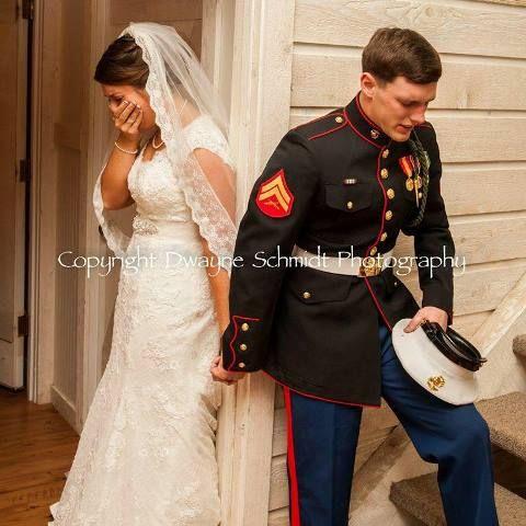 Fotograf schnappt perfekte Hochzeit Foto Memorial Day Marine Hochzeit