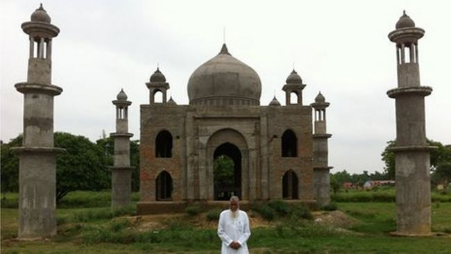 Der Faktor, der eine Nachbildung des Taj Mahal für seine verstorbene Frau gebaut hat
