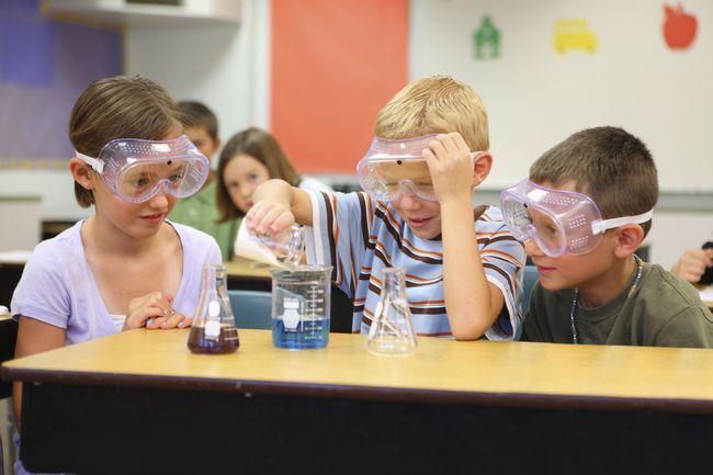 Top 10 wissenschaftliche Experimente für Kinder